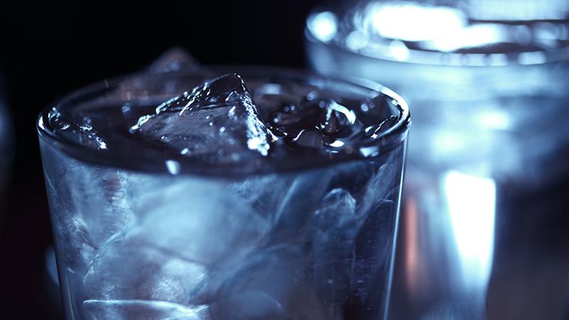 2 poháre vody pred jedlom ušetria až 180 kalórií