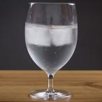 Pitie studenej vody spaľuje kalórie. Poznáme koľko na liter