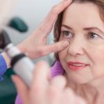 Trápia vás problémy so zrakom? Čo tak vyskúšať operáciu očí.